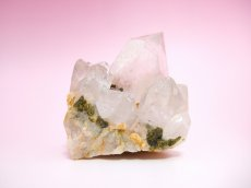 画像2: エピドート(緑れん石)付着クリスタルクラスター (水晶群晶) 232g (2)