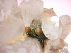 画像8: エピドート(緑れん石)付着クリスタルクラスター (水晶群晶) 232g (8)